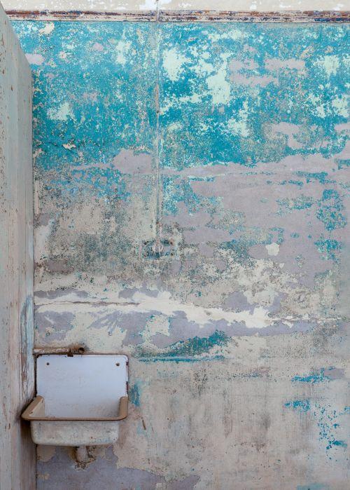 Kolmanskop Basin - On White